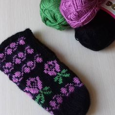 No photo description. Baby Booties, Workshop, Diy And Crafts, Booty, Knitting, Handmade, Instagram, Slipper, Tights