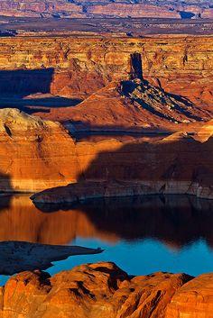 Lake Powell, Arizona; photo by .Gleb Tarassenko
