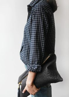 Plaid and leather casual Mode Chic, Mode Style, Style Me, Look Fashion, Winter Fashion, Womens Fashion, Bon Look, Outfit Invierno, Casual