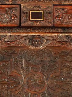 """Französische Renaissance-Anrichte, sog. """"Dressoir"""" 2. Hälfte 16. Jahrhundert,  wohl Burgund, Eichenholz, 159,5 x 118 x 47 cm"""