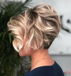 Wavy Long Pixie With Blonde Highlights ❤ If you are in search for nice short haircuts, which can highlight your look, we have the best selection of 65 hottest haircuts for women. Medium Layered Hair, Short Hair With Layers, Short Hair Cuts For Women, Short Cuts, Hair Medium, Haircuts For Women, Long Layered, Popular Hairstyles, Medium Long