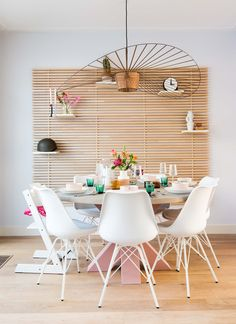 White and wood dining nook with pastel pink table Dining Nook, Dining Room Walls, Dining Room Design, Dining Room Light Fixtures, Dining Room Lighting, Decor Scandinavian, Tadelakt, Beautiful Dining Rooms, Beautiful Interiors