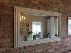Zrkadlo+Salish+biele+Zrkadlový+rám+je+vyrobený+z+javorového+dreva,+malovaný+kriedovými+farbami.+Zrkadlo+je+bielej+farby+s+olivovou+patinou.+Dá+sa+zavesiť+aj+na+šírku+aj+na+výšku.+Veľkosť:+Rám:+130x80+cm,+šírka+rámu+11+cm