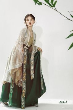 Discover recipes, home ideas, style inspiration and other ideas to try. 80s Fashion, Asian Fashion, Fashion Outfits, Modest Fashion, Hanfu, Mode Costume, Chinese Clothing, Chinese Dresses, Historical Clothing