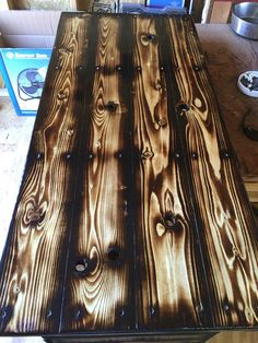 Fine Wood Table Designs Look around as you move throughout your day. You see examples of man's mastery of woodworking everywhere. From mailbox posts to pieces of furniture and art to full buildings, the power to use wood to create is Metal Furniture, Rustic Furniture, Diy Furniture, Woodworking Furniture Plans, Woodworking Projects, Woodworking Videos, Dungeon Master Screen, Wood Burning Techniques, Wood Table Design