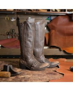 Independent Boot Company Women's Allyson Boot - Distressed Coffee