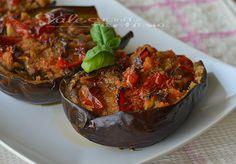 Melanzane ripiene di pane e pomodori ricetta facile, economica gustosa e facilissima , piatto facile con verdure, estivo e goloso, contorno semplice