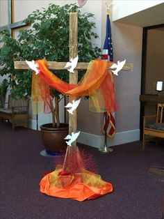 Con Cruz Confirmaci Atilde N Pascoa Pentecost Altar Decorations E With Cross Confirm Atilde N Easter Pentecost Altar Decorations E Church Interior Design, Church Stage Design, Alter Flowers, Church Flowers, Church Altar Decorations, Christmas Decorations, Cross Decorations, Alter Decor, Altar Design
