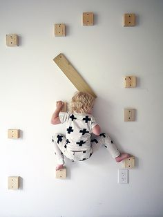 indoor rock climbing wall for the kids' playroom - DIY tutorial Climbing Wall Kids, Rock Climbing, Casa Kids, Ideias Diy, Kids Bedroom, Kids Rooms, Bedroom Wall, Kid Spaces, Boy Room