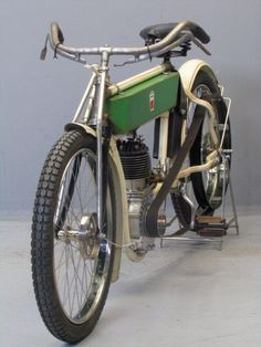 Laurin & Klement 1908 BZ 500 cc Source by Custom Moped, Custom Bikes, Motorcycle Engine, Cafe Racer Motorcycle, Vintage Cycles, Vintage Bikes, Antique Motorcycles, Motorised Bike, Motorized Bicycle
