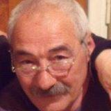 vino y girasoles: El abuelo les ofrece lo mejor de si mismo.