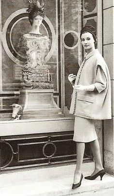 Cristobal Balenciaga boutique vitrines décorées par Jeanine Janet