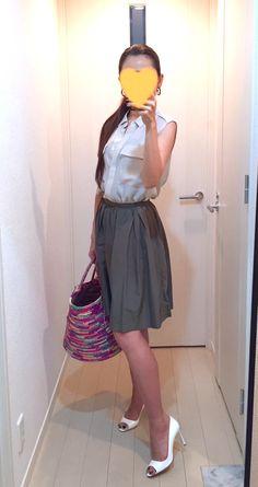 Silk shirt: Ballsey, Skirt: Nolley's, Bag: Sensi studio, Pumps: Jimmy Choo