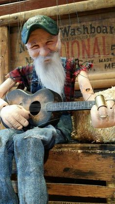 Seasick Steve in puppet form, how cool, wonder if he knows , I think he'd love it. Marionettes by Ricky Syers