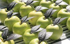 Marcado de lugar, maçã-verde com nome impresso na folha