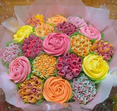 Cupcake Flower Bouquets, Flower Cupcakes, Fun Cupcakes, Cupcake Cookies, Beautiful Cake Pictures, Beautiful Cakes, Amazing Cakes, Pull Apart Cupcakes, Little Cakes