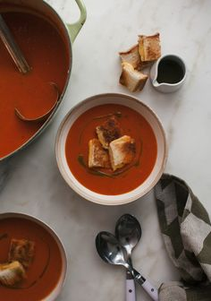 The weather is getting colder and this calls for cozy comfort food! check out this simple Roasted Tomato Soup with Grilled Cheese Croutons!