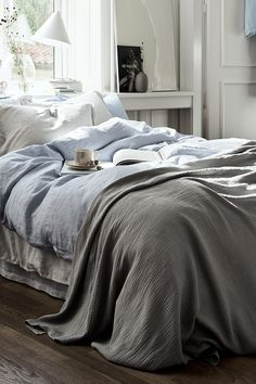 Bring a dose of tranquility to your sleeping area with the softest ben linen in calm colours and pretty patterns. | H&M Home
