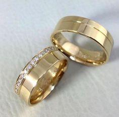 Alianças Reisman: Modelo Suíça 6mm Engagement Rings Couple, Couple Rings, Matching Wedding Bands, Wedding Rings, Couple Ring Design, Wedding Invatations, Unique Rings, Ring Designs, Diamond Rings