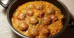 Fabulosa receta para Albóndigas en salsa de berenjenas y cebollas. Estas son unas albóndigas, aromatizadas con una fantástica salsa cremosa y de gran sabor.