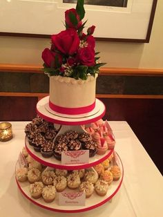 red and white wedding cake w cocktail cupcakes