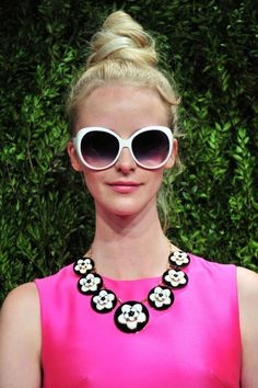 Twisty Topknots at Kate Spade New York - Kate Spade New York, Spring New York Fashion Week - Best Hairstyles Holiday Hairstyles, Summer Hairstyles, Trendy Hairstyles, Kate Spade Sunglasses, Big Hair Dont Care, Vintage Couture, Vintage Fashion, Fashion Themes, Top Knot