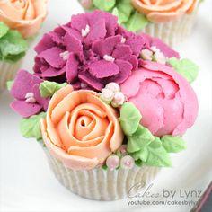 Buttercream Flowers Tutorial, Piping Buttercream, Frosting Flowers, Buttercream Flower Cake, Flower Cupcakes, Cupcake Piping, Cupcake Cakes, Cupcake Tutorial, Rose Cupcake