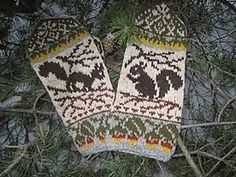 Ravelry: Squirrels Mittens pattern by Natalia Moreva Mittens Pattern, Knit Mittens, Knitted Gloves, Knitting Socks, Knitting Charts, Knitting Patterns, Wrist Warmers, Fair Isle Knitting, Knitting Accessories