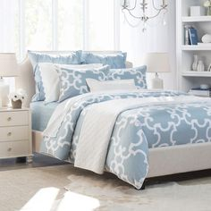 Crane & Canopy offers twin duvet covers in various styles, prints, and textures. Our twin XL and twin duvet covers looks beautiful and feel silky-soft. Blue Duvet, White Duvet, Blue And White Bedding, Gray Comforter, Blue Bedding Sets, Luxury Sheets, Luxury Bedding Sets, Modern Duvet Covers, Bedroom Decor