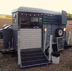 A specialist mobile bar company providing both indoor and outdoor bars for events. Horsebox bar and Indoor events bar. Catering Van, Catering Trailer, Food Trailer, Mobile Bar, Mobile Shop, Coffee Van, Coffee Shop, Food Trucks, Horse Box Conversion