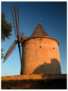Windmill in Provence, Goult, Provence, France Copyright: Steven Le Vourc'h Provence France, Water Wheels, Wind Mills, Southern France, Paris Photos, Rhone, Le Moulin, French Riviera, French Connection