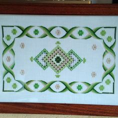 Striscia Hardanger Embroidery, Paper Embroidery, Hand Embroidery Stitches, Embroidery Patterns, Cross Stitch Designs, Cross Stitch Patterns, Crochet Doily Patterns, Doilies Crochet, Bargello Needlepoint