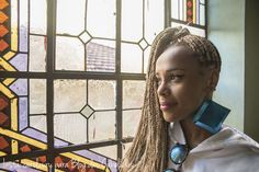 Foto: Carolina Cury para #BlogdasCabeludas #AfroHair #BlackHair #CurlyHair #CabeloCrespo #KinkyHair  www.nandacury.com Kinky Hair, Afro Hairstyles, Black Hair, Curly Hair Styles, Natural, Blog, Walking Gear, Pride, Women