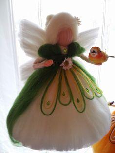 Inges Elfenwelt: Der Frühling kommt :) Wool Dolls, Felt Dolls, Felt Angel, Waldorf Crafts, Felt Fairy, All Craft, Fairy Dolls, Felt Animals, Needle Felting