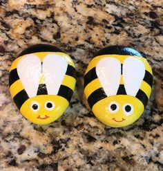 Rock Painting Patterns, Rock Painting Ideas Easy, Rock Painting Designs, Painting Rocks For Garden, Ladybug Rock Painting, Painted Rock Animals, Painted Rocks Craft, Hand Painted Rocks, Pebble Painting