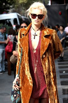 Abbey Lee Kershaw (soft dress under soft velvet coat + soft colorful bag and pretty jewelry :)