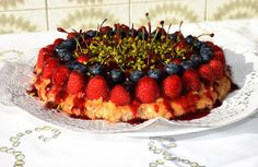 Gudrun's daily kitchen - ein österreichischer Foodblog: Beeren-Kirsch-Tarte Homemade Desserts, Homemade Food, Gudrun, Acai Bowl, Cherry, Vegan, Breakfast, Pie, Cherries
