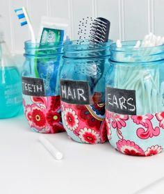 DIY Bathroom Organization Mason Jars via @ChicaPauline