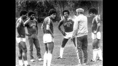 El coach Tim da indicaciones a sus durididos. En la foto: Cueto, Barbadillo,  Oblitas,  La Rosa y Uribe. Jugadores de lujo de la ultima selección peruana que clasificó a un Mundial.