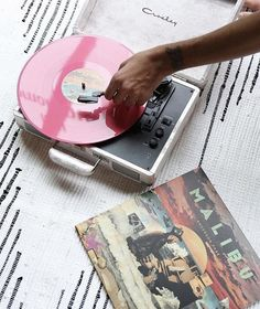 Don't ya just love Saturday morning tunes on your Crosley Turntable @urbanoutfitters