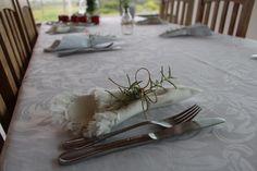 Carinho à mesa para o último dia da Semana Detox - usei guardanapo de algodão com ramo de alecrim e cordinha bem rústica