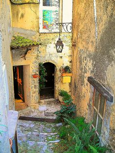 Once upon a time, St-Paul de Vence, France, was a small medieval village atop a hill looking out to sea. Great Places, Places To See, Beautiful Places, La Provence France, South Of France, Nice France, Voyage Europe, French Countryside, Medieval Town