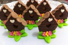 Casinha Marzipan, Fondant, Pasta Flexible, Birdhouse, Gingerbread Cookies, Cupcakes, Clay, Desserts, Food