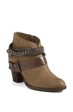 Chic leather bootie http://rstyle.me/n/mzsfdnyg6