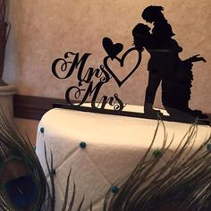 Now this is a cake topper that makes us grin. #new #Gayweddingideas #mrsandmrs