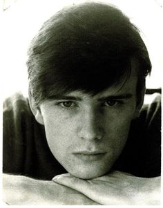 Stuart Sutcliffe, original bassist for the Beatles who along with John Lennon came up with the name. He left the Beatles in Hamburg to study art but died of a brain aneurysm in before they became international stars. Stuart Sutcliffe, The Beatles, Original Beatles, John Lennon Beatles, Beatles Photos, Teddy Boys, Abbey Road, Blue Soul, Roll Hairstyle
