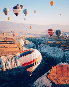 Hot Air Balloon Experience In Cappadocia. Instagram Challenge, Ballons Fotografie, Turkey Destinations, Balloons Photography, Beautiful Places, Beautiful Pictures, Capadocia, Cute Backgrounds, Travel Aesthetic