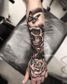 Lion instead of skull Skull Tattoo Flowers, Skull Rose Tattoos, Skull Sleeve Tattoos, Tattoo Sleeve Designs, Body Art Tattoos, Tattoo Drawings, Full Hand Tattoo, Simple Hand Tattoos, Hand Tattoos For Guys