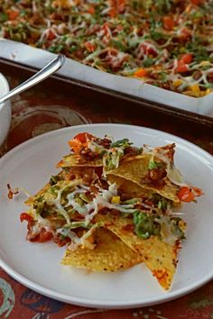 Snacks like these Lentil Nachos with Grated Avocado are beautiful delicious messes Easy Appetizer Recipes, Healthy Appetizers, Party Appetizers, Mexican Food Recipes, Vegetarian Recipes, Healthy Recipes, Delicious Recipes, Snack Recipes, Sin Gluten