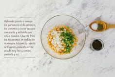 2 paso: Dados de tomate con salsa de queso sobre bizcocho de olivas negras con guarnición de ensalada de garbanzos, albahaca y tallos de borraja en tempura http://www.recetasoidococina.es/dados-de-tomate/